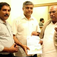 Prof. Gowda & Sanjeev Dyamannavar from Praja RAAG submitting the petition signed by 40 elected representatives to urge Shri. Kharge to fast tra